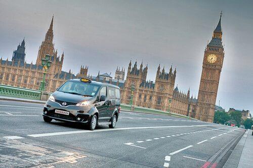 Dessutom kommer NV200 som elbil, något som inte lär ligga den japanska biltillverkaren i fatet.