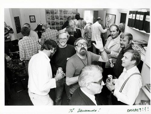 1982. Avskedsparty på Teknikens Världs redaktion. Gunnar – hej till fotografen – är på väg till Brasilien.