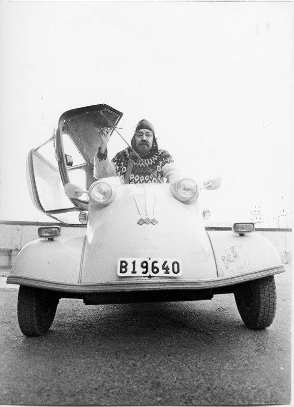 Gunnar iförd flyginspirerad skinnhuva i sin Messerschmitt KR200. Måhända leker han Biggles, en ungdomsbokshjälte som Gunnar (liksom artikelförfattaren) läste flitigt. Fast Biggles flög förstås Spitfire.