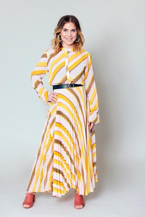 """EFTER. Stylisten: """"Med rätt modell och rätt accessoarer blir den här looken ett vinnande koncept""""."""