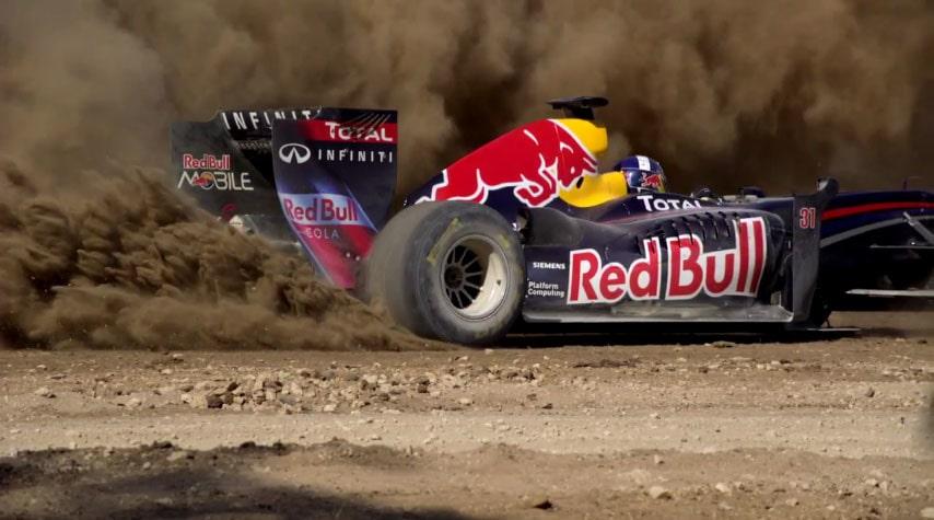 Red Bulls Formel 1-bil sprutar grus i Texas