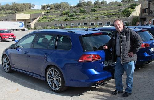 PeO Kjellström, nu vid en blå och snabbare Golf-kombi.