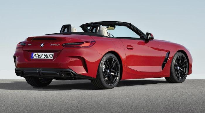 BMW Z4 Roadster 2019. Svep höger/vänster för jämförelse.