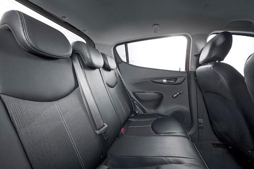 < I normala fall är Opel Karl strikt fyrsitsig och för att få fem sittplatser krävs ett tillvalspaket.