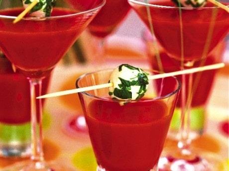 Tomatdrink med mozzarellaspett