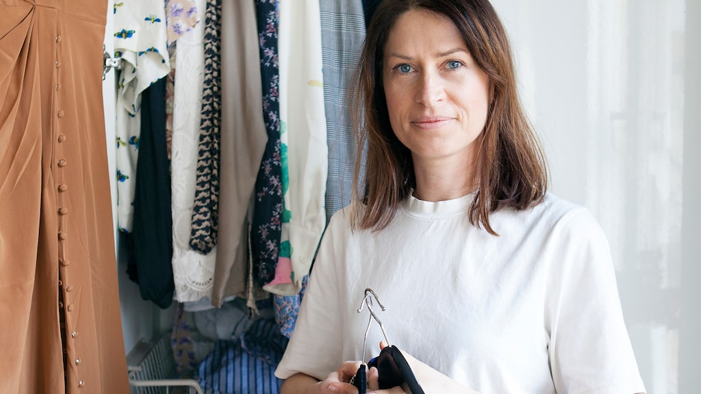 Lisa Pettersson hjälper dig att rensa garderoben med 9 enkla steg.