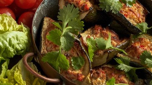 Goda zucchinibåtar med labneh-röra.