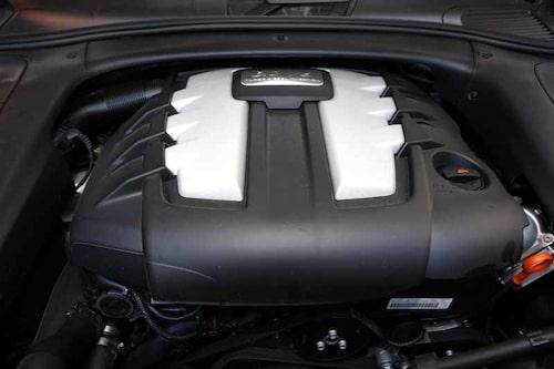 Porsche gjorde minsta möjliga jobb med motorn. Den togs oförändrad från Audi Q7.