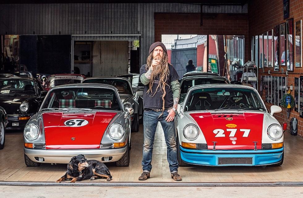 277:an står längst fram i garaget. Det finns hela 12 Porsche 911:or i den här lokalen. Resten förvarar Magnus Walker på andra ställen.