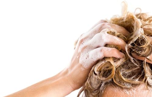 Om du gör balsammetoden så använder du inget schampo utan bara godkända balsam, inpackningar och stylingprodukter.