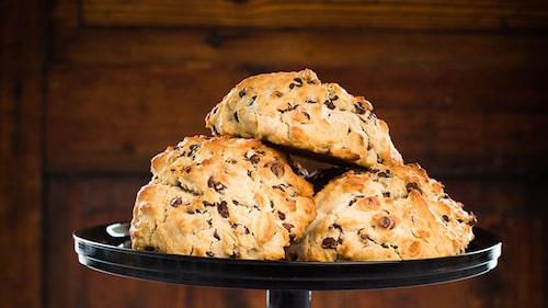 Recept på glutenfria scones med choklad.