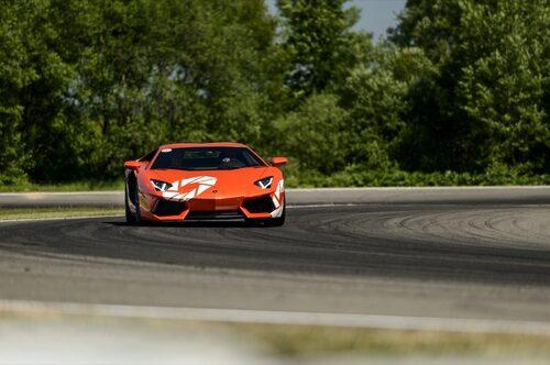 Hedberg ger järnet på Knutstorp Ring! Aventador visar att Lamborghini hårdsatsar framåt.