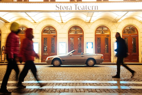 "Stora teatern – ""Nya Theatern"" – i Göteborg hade sin storhetstid liksom Mercedes SL R129 under 90-talet. Vi pratar givetvis 1800- respektive 1900-tal."
