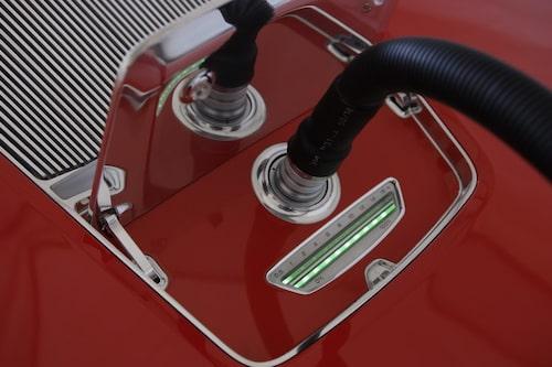 E-tron ska kunna laddas i ett vanligt 230-voltsuttag.