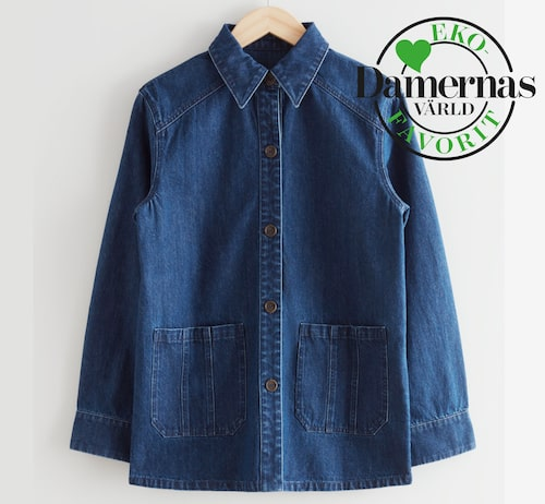 Mörkblå jeansjacka våren 2021.