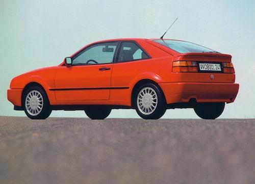 I Västtyskland fälldes bakvingen upp vid 120 km/h. Svenska Volkswagen trimmade klokt nog datachipet så att vingen fälldes upp redan vid 70 km/h trots att den enda nyttan då var rent kosmetisk.