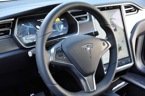 Model X är en kaxig figur i segmentet, som vänder upp och ner på en hel del begrepp och fördomar.