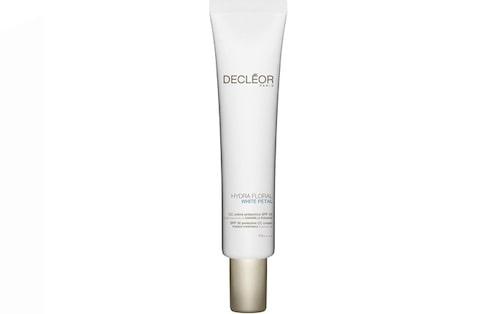 Recension på Hydra floral white petal spf 50 protective CC cream från Decléor.