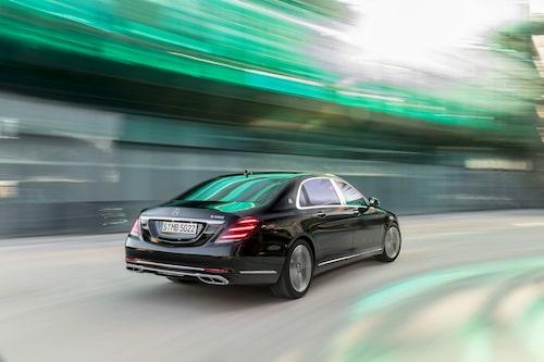 Nog känns nya Mercedes S-klass igen… utvändigt. Mer har hänt under skalet. Här är Maybachversionen.