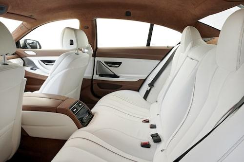 Grym bil alltså men få som har råd att köpa den. Ytterligare 41 bilder på BMW:s nya skönhet hittar du via länken nedan.