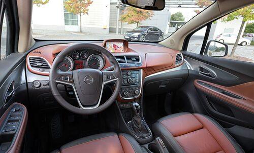 Rymligt och väldigt bra stolar, i alla fall när de som i den provkörda bilar är ergonomiskt certifierade. Ingår i premiumpaketet.