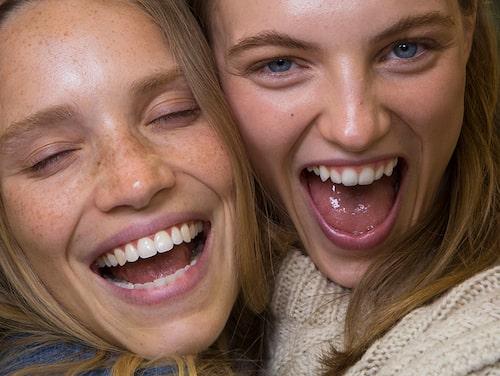 Få rätt brun utan sol-resultat i ansiktet med våra tips och produkter.