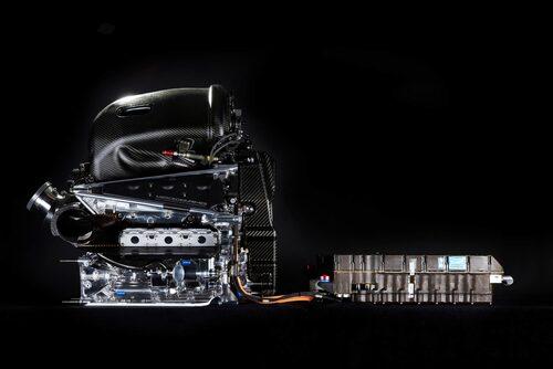 Hybrid. Drivlinan i F1 anses vara den mest effektiva hybriddrivlinan och viktig för utvecklingen av hybrider för personbilar.