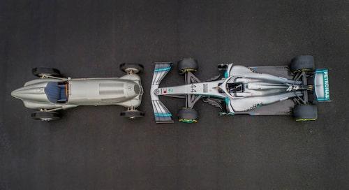 Alltid i F1. Den första Mercedesbilen var en tävlingsbil och 2009 beslutade Mercedes att göra comeback med ett eget team.