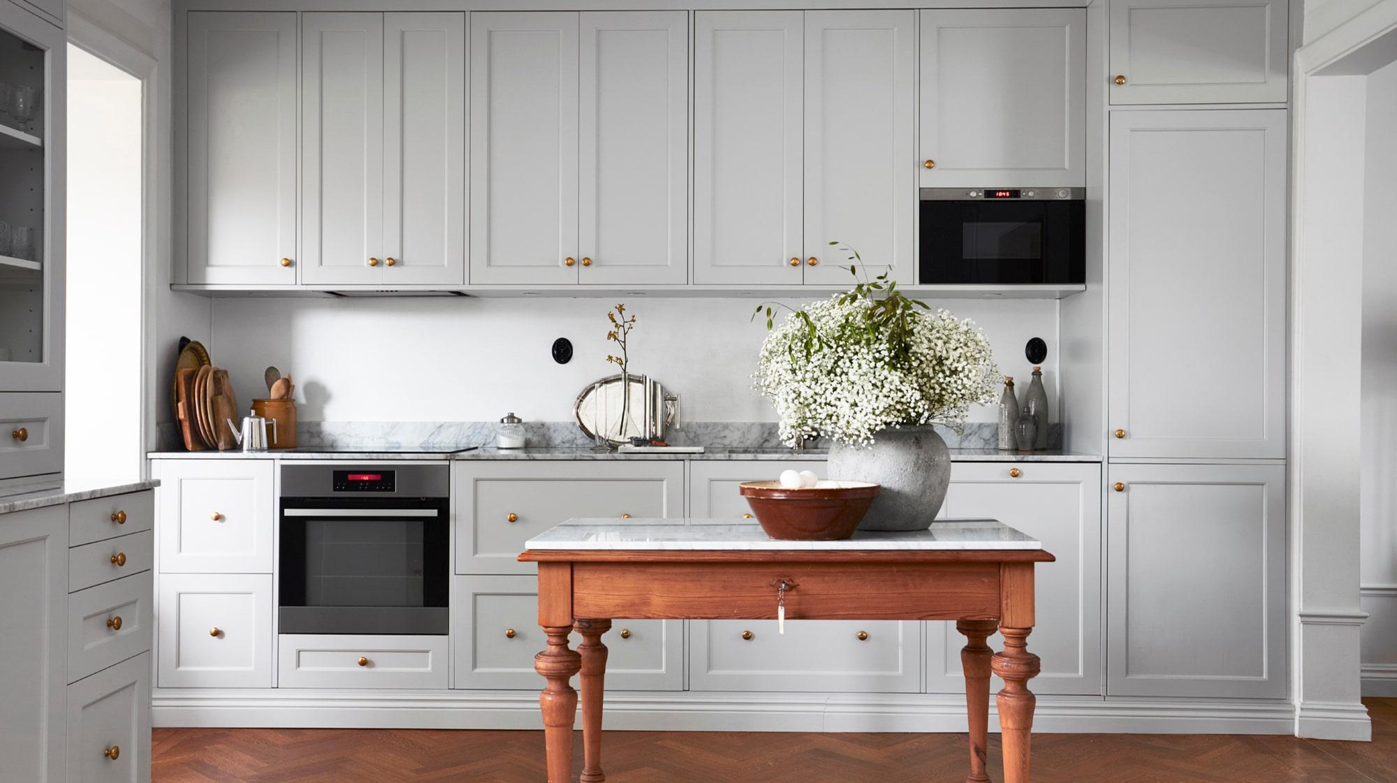 27 bilder på grå kök som bevisar att grått är det nya vita