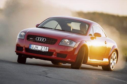 Audi TT på ställ i Teknikens Värld nummer 25/2003.