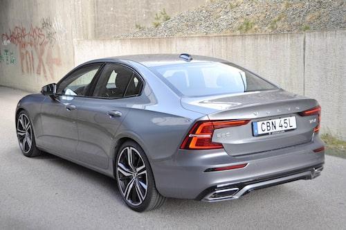 Smärt och åtsnörpt design som flörtar med den stora publiken. S60 är viktig för Volvo.