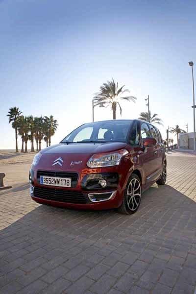 Den tysta 1,4-liters-motorn har utvecklats i samarbete med BMW. Kedjedrivna kamaxlar.