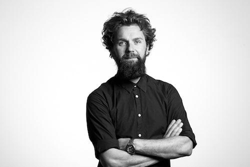 Christian Andersson, frisör, reder ut begreppen kring hårolja.