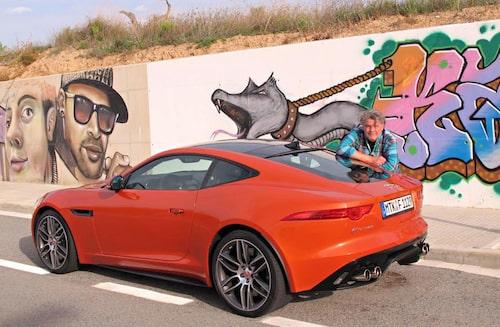 Grrrrr, Borglund morrar ikapp med bil och vägg.