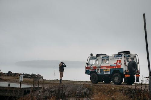 """Se där! Ute i Bråvikens dimhöljda vatten siktas """"Afrika"""". Om vi ändå hade amfibiebil."""