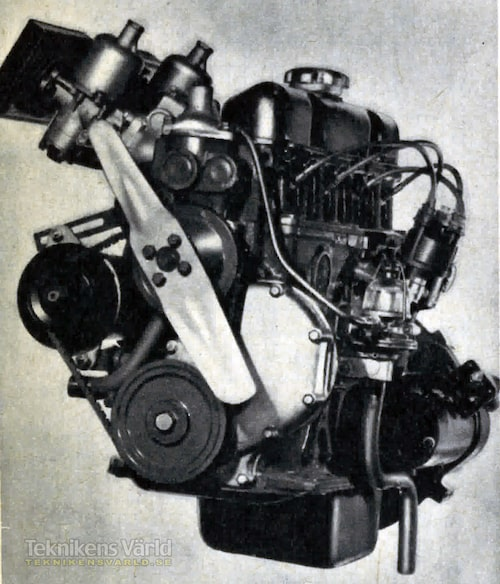 Motorn i P1800 är en ren nykonstruktion, vilket inte hindrar att den är otroligt lik sina föregångare i PV544 och Amazon. Men så kan ju inte en rak vätskekyld fyra se ut på så många olika sätt heller! De två SP-förgasarna känner vi också igen från tidigare modeller.