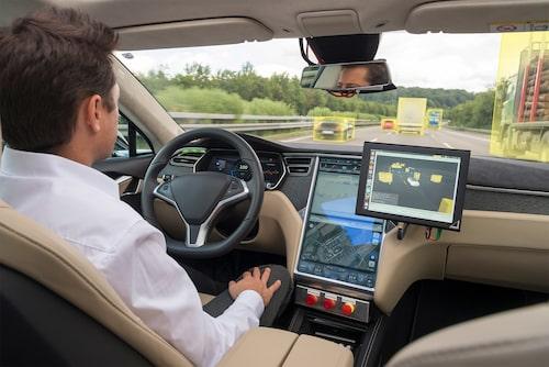 Många svenskar tror att tekniken kommer att göra ett bättre jobb bakom ratten än människan.