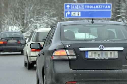 Sedan bar det iväg i konvoj till Saab-fabriken.