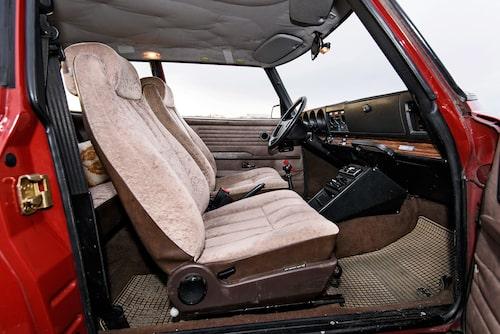 Automatiskt el-uppvärmd förarstol var en världsnyhet 1972. Först på sista årsmodellen fick även passageraren uppvärmd rumpa.