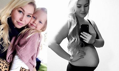 """Vem som är pappa till bebisen i magen är än så länge hemligt, eftersom """"Ensam mamma söker"""" fortfarande sänds."""
