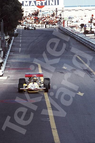 Bild 10. Monacos Grand Prix 1970, Ronnies första Grand Prix. De lösnummerberoende kvällstidningarna målade upp att Reine och Ronnie var ovänner, vilket inte stämde. Mått 50 x 70 cm.