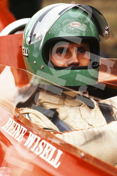 Bild 8. Reine i superfokus inför Monacos Grand Prix 1971. Banan var en utmaning, bland annat smörjde man in däcksidorna för att klara av trottoarkanterna bättre. Mått 50 x 70 cm.