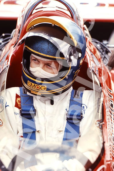 Bild 11. 1971. Ronnie i sin March 711. Han blev årets Formel 1-sensation och slutade två i mästerskapet. Mått 50 x 70 cm.
