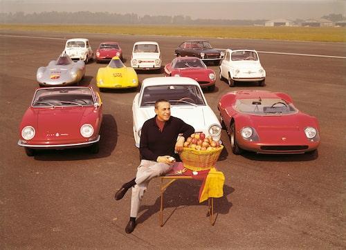 Grundaren Carlo Abarht, hans åkdon – och äpplen 1965.