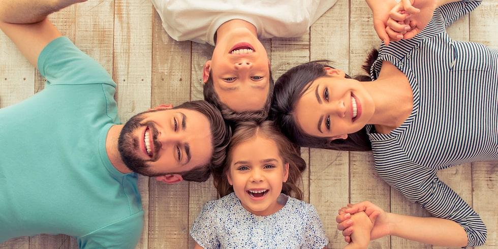 """I sin bok """"Livet i familjen"""" ger Jesper Juul råd som fungerar både mellan förälder och barn och mellan vuxen och partner."""