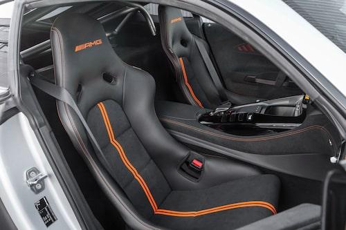 Betydligt mer banbilsinspirerat än i AMG GT R, men så är ju också tanken med Black Series-modellerna att erbjuda kunderna gatbilar som ligger väldigt nära banbilar.