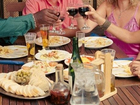 <p>Sk&aring;la trendigt i alkoholfritt till maten.</p>