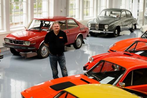 Peter Bäckström välkomnar dig till Saab Bilmuseum.