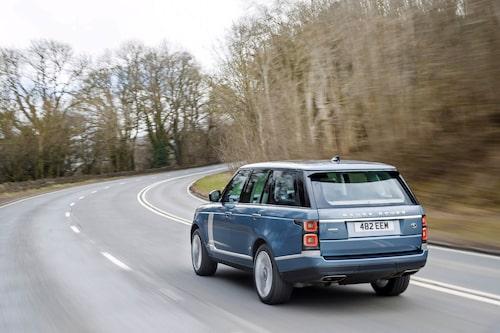 Range Rover klarar inte bara av floder, öknar och berg, Den går lika bra på asfalt.