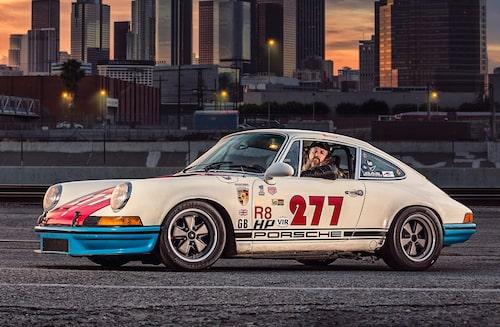 """Walker bakom ratten på sin favorit-Porsche från 1971. """"277"""" är byggd i samma anda som en Carrera RS. Han har haft den sedan 1999 och löpande uppdaterat den för bandagar."""